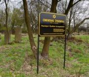 Przed cmentarzem