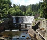 Zapora i wodospad na rzece Wisła