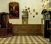 Kaplica Cudownego Obrazu - atrium, urna z prochami o. Augustyna Kordeckiego